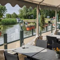 buitenterras op de boot van Paviljoen 't Middelpunt in Schipluiden in Midden-Delfland