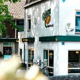 buitenzijde van het pand van snackbar Plaza De Pitstop in Den Hoorn in Midden-Delfland